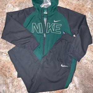 Nike boy size 7 sweat outfit